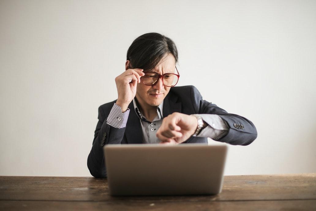 Túlóra vagy rendkívüli munkaidő?
